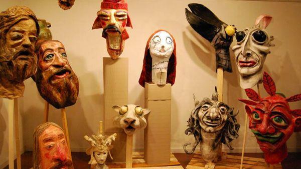 Le maschere di cartapesta di Luigi Varoli in mostra Cotignola