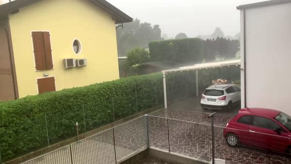La pioggia e la grandine si abbattono su Lugo - VIDEO