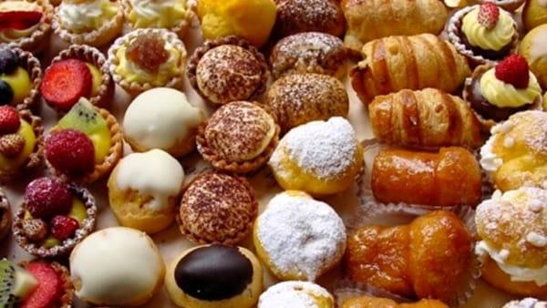 Dolci, croissant e pasticcini: una merenda vegan per aiutare gli animali