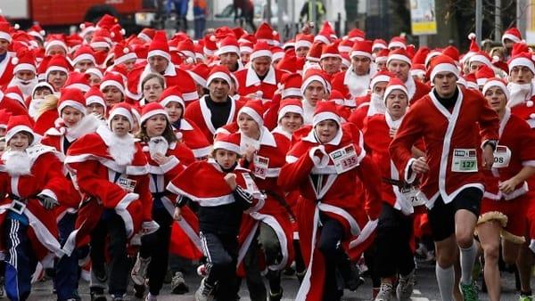 La musica dei pasquaroli e poi di corsa con la Merry Christmas Run