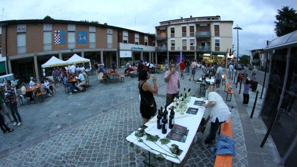 In alto i calici a Barbiano: la Romagna in piazza