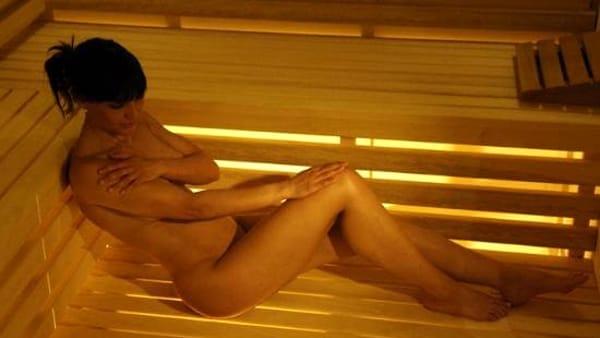 Una serata naturista con sauna, bagno turco e docce emozionali
