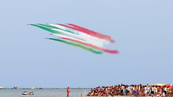 """Emozioni in terra e in cielo: le Frecce tornano a Punta Marina per """"Valore Tricolore"""""""