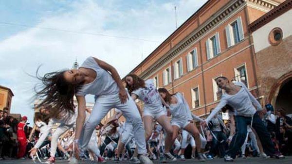 Giornata mondiale della danza, anche Ravenna scende in piazza per ballare