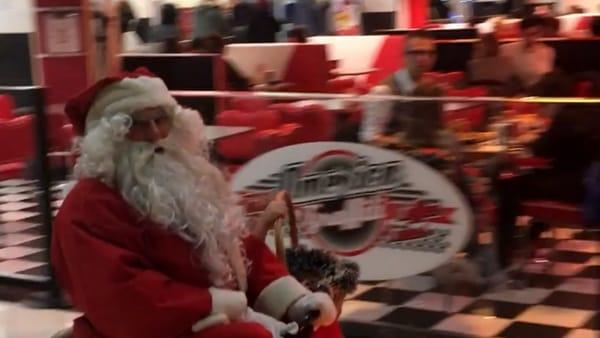 La casa di Babbo Natale apre le porte a grandi e piccoli
