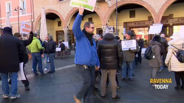 Pendolari in protesta per i nuovi orari di Trenitalia - IL VIDEO