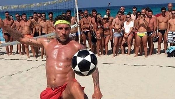 Bobo Summer Cup, il torneo di foot-volley di Vieri. Tra gli ospiti Eto'o e Ronaldo