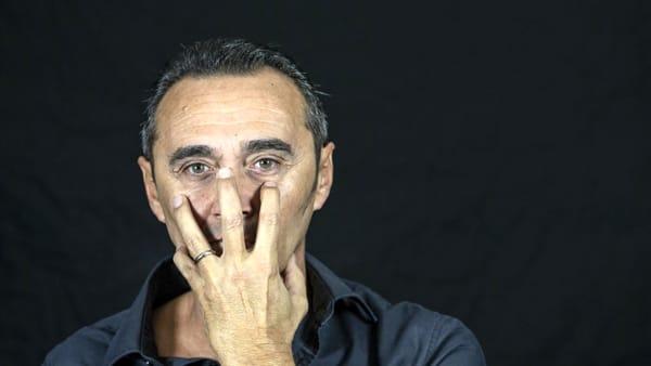 Giacobazzi oltre la maschera: il comico romagnolo si svela tra aneddoti e avventure