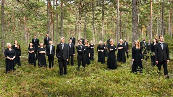 Un coro italiano e uno estone danno voce a Caldara e Part, due universi musicali a confronto