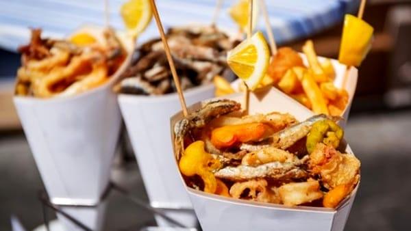 Buskers e street food di nuovo insieme per una grande festa al mare