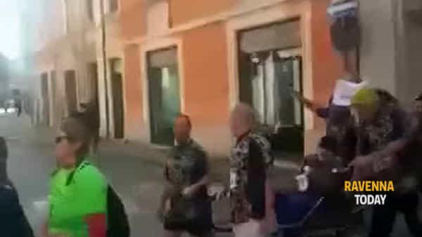 """L'emozionante Maratona di Claudio in carrozzina: """"Una gioia e un orgoglio indescrivibili"""" - VIDEO"""