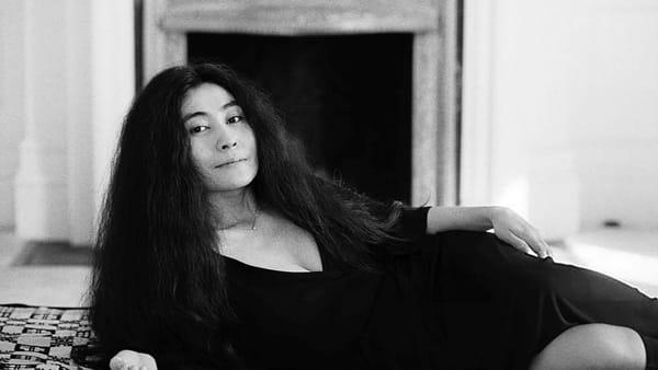 Matteo B. Bianchi spiega perché si deve amare Yoko Ono