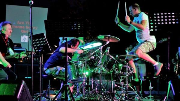 Rotation stage: oltre cento musicisti sul palco in nome del rock