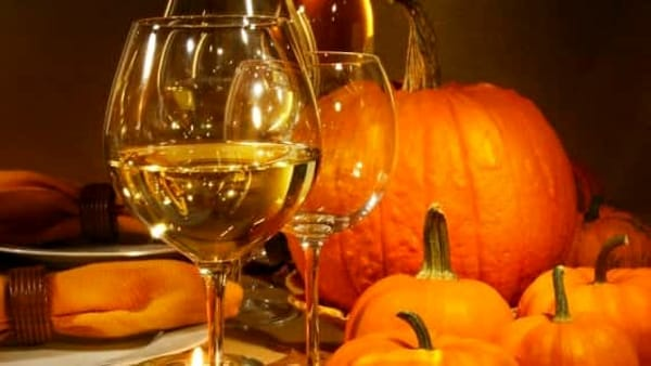 Paura e golosità all'HalloWine Party: vini del territorio, streghe e balli scatenati