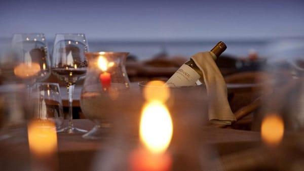Una cena sul molo di Marina