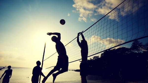 Dal beach volley al sup, dallo yoga al fitness: un weekend di sport e svago sulla spiaggia
