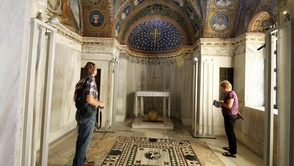 Fra antico e moderno: la Biennale del Mosaico contemporaneo nei monumenti ravennati