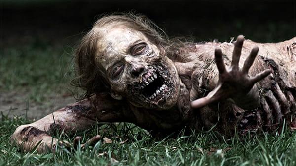 """Orde di zombie da affrontare nel labirinto """"horror"""""""