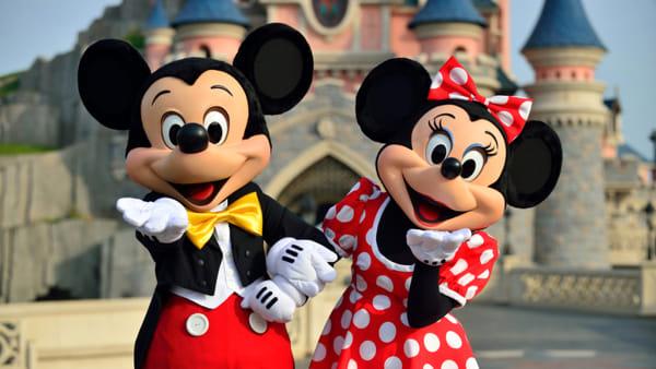 I personaggi della Disney spuntano nel labirinto di mais