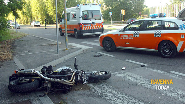Incidente in via Pertini (foto Argnani)