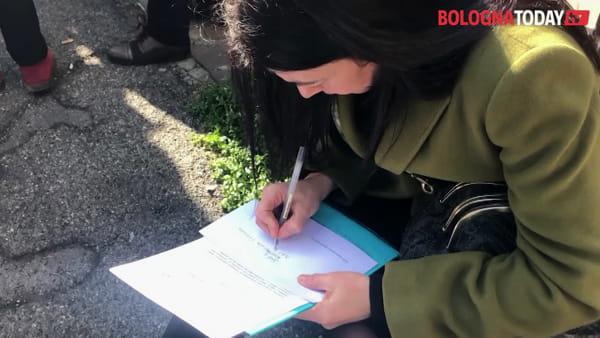 A Bologna con 62mila firme per chiedere il trasferimento di Cagnoni da Port'Aurea - VIDEO