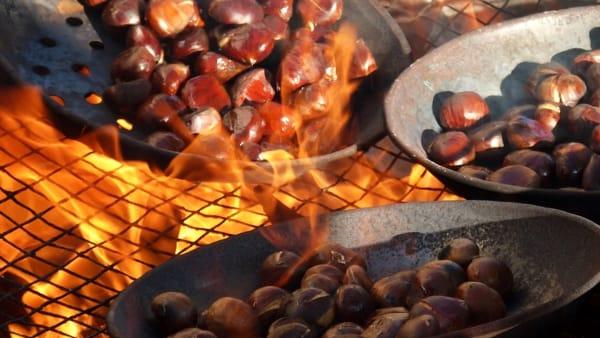 Caldarroste, vin brulé e altre loverie a Massa Lombarda
