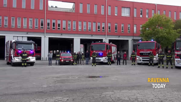 Un minuto di silenzio per i funerali dei pompieri morti ad Alessandria - VIDEO