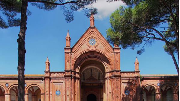"""Tra storia e nuovi itinerari: """"Il cimitero monumentale di Ravenna"""" nelle foto di Fiorentini e Pezzi"""