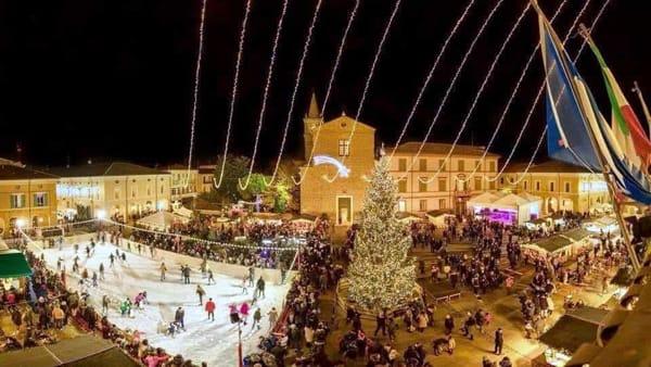 Sculture di luci, Paolo Cevoli e alberi di Natale: grandi emozioni per l'Immacolata