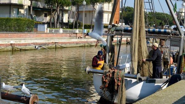"""""""Gente di Mare"""", un racconto fotografico sulla vita dei marinai e sulle imbarcazioni"""