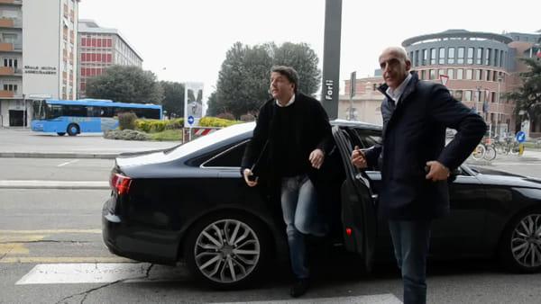 Il treno di Matteo Renzi arriva a Castel Bolognese: l'accoglienza in stazione