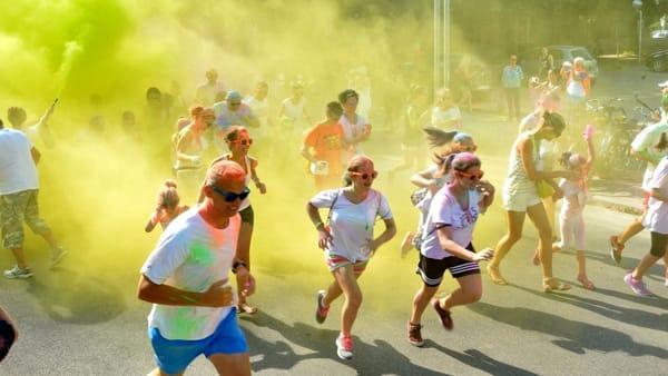 Uno scatto d'allegria: ritorna la corsa a colori