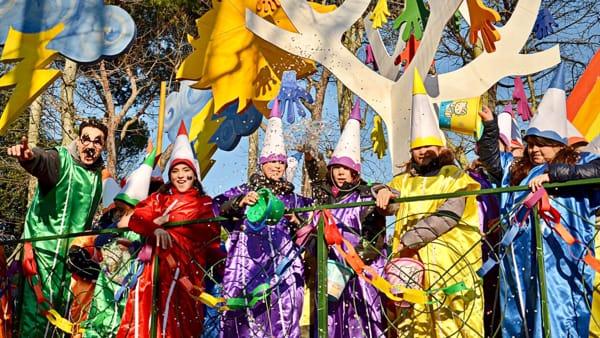 Coriandoli, carri e maschere al mare con il Carnevale dei Ragazzi