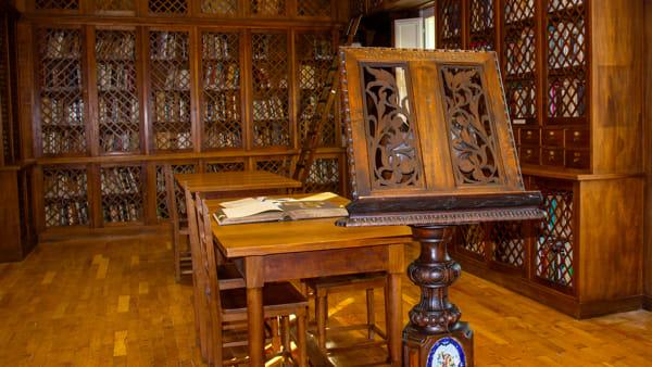 Rivede la luce la biblioteca storica del Mic