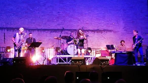 Tribute band in piazza: ecco gli omaggi a Skiantos e Aretha Franklin