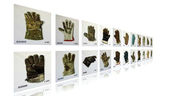 """""""Quanti guanti"""", in mostra il progetto artistico di Giancarlo Gramantieri e Marco Bravura"""
