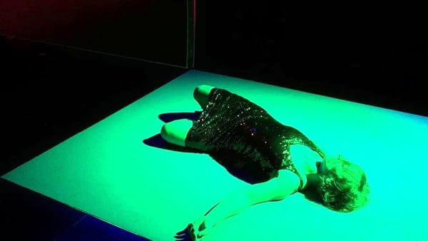 """Dimensioni astratte e fluttuanti per lo spettacolo """"Neverwhere"""""""