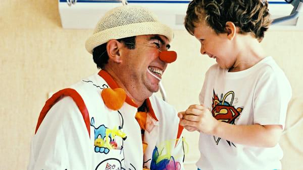 """Viaggio nella disabilità con i clown e i nuovi carrelli che """"abbattono le barriere"""""""