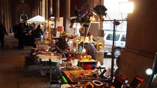 """Idee regalo e prodotti tipici al mercatino """"Dona"""""""