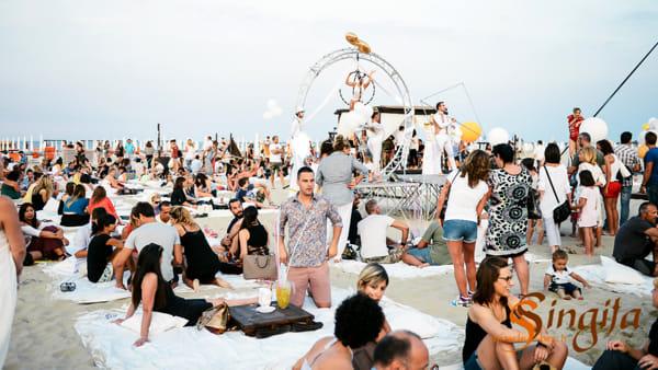 Aperitivi al tramonto sulla spiaggia e djset al Singita di Marina