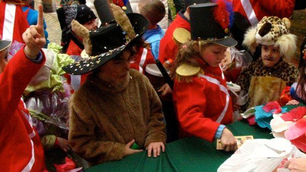A Reda è ancora tempo di Carnevale: sfilata di carri e gruppi mascherati