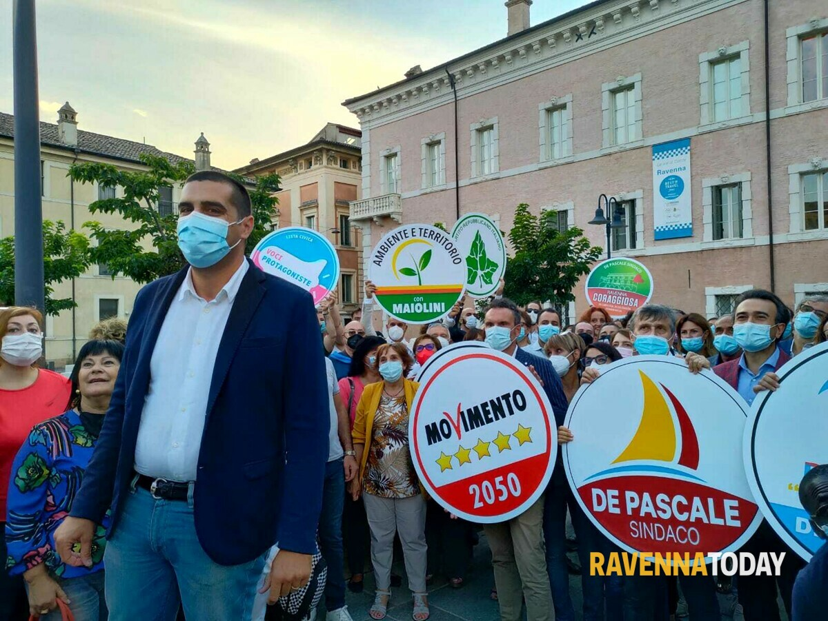 """Elezioni, de Pascale presenta la sua coalizione: """"Una partita senza precedenti: noi siamo pronti"""""""