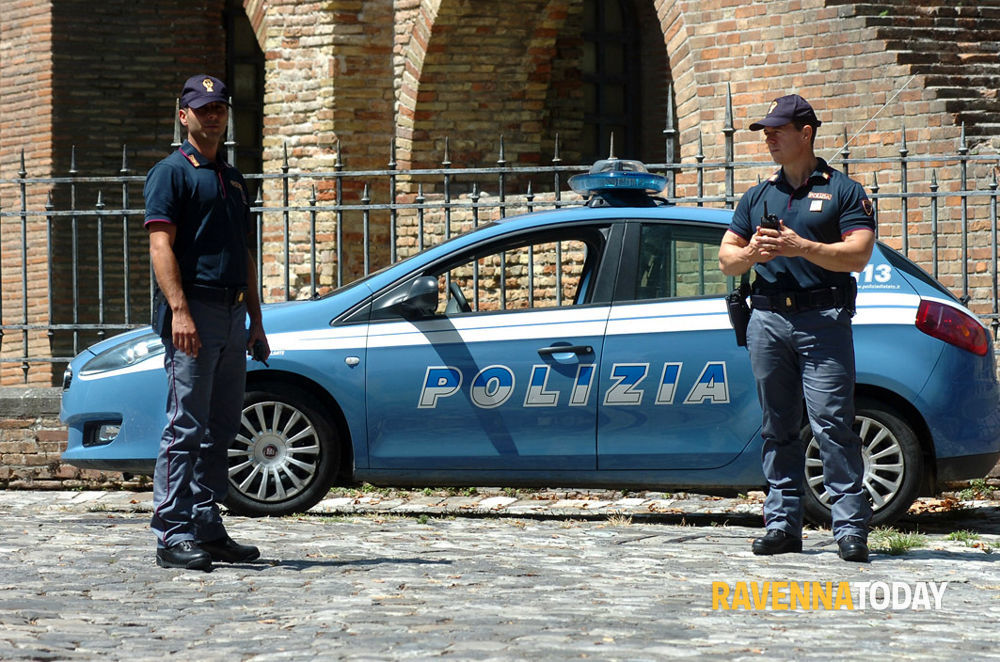 Poco personale in questura con la legge di bilancio for Questura di polizia