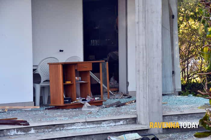 Esplosione in un'abitazione, il fotoservizio di Massimo Argnani